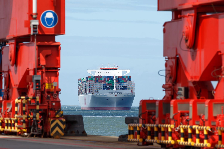 Grösstes Containerschiff der Welt am Eurogate Container Terminal Wilhelmshaven © Fotograf: Andreas Burmann, Oldenburg