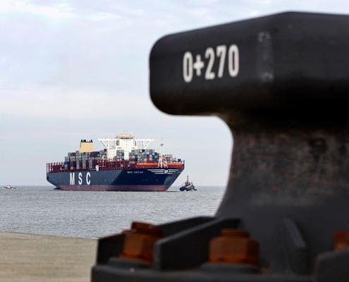 Grösstes Containerschiff der Welt in Wilhelmshaven